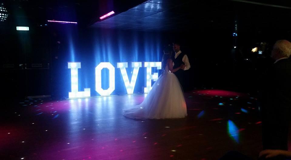 Napisy dekoracyjne na wesele – Napis LOVE – Litery na wesele Kraków!